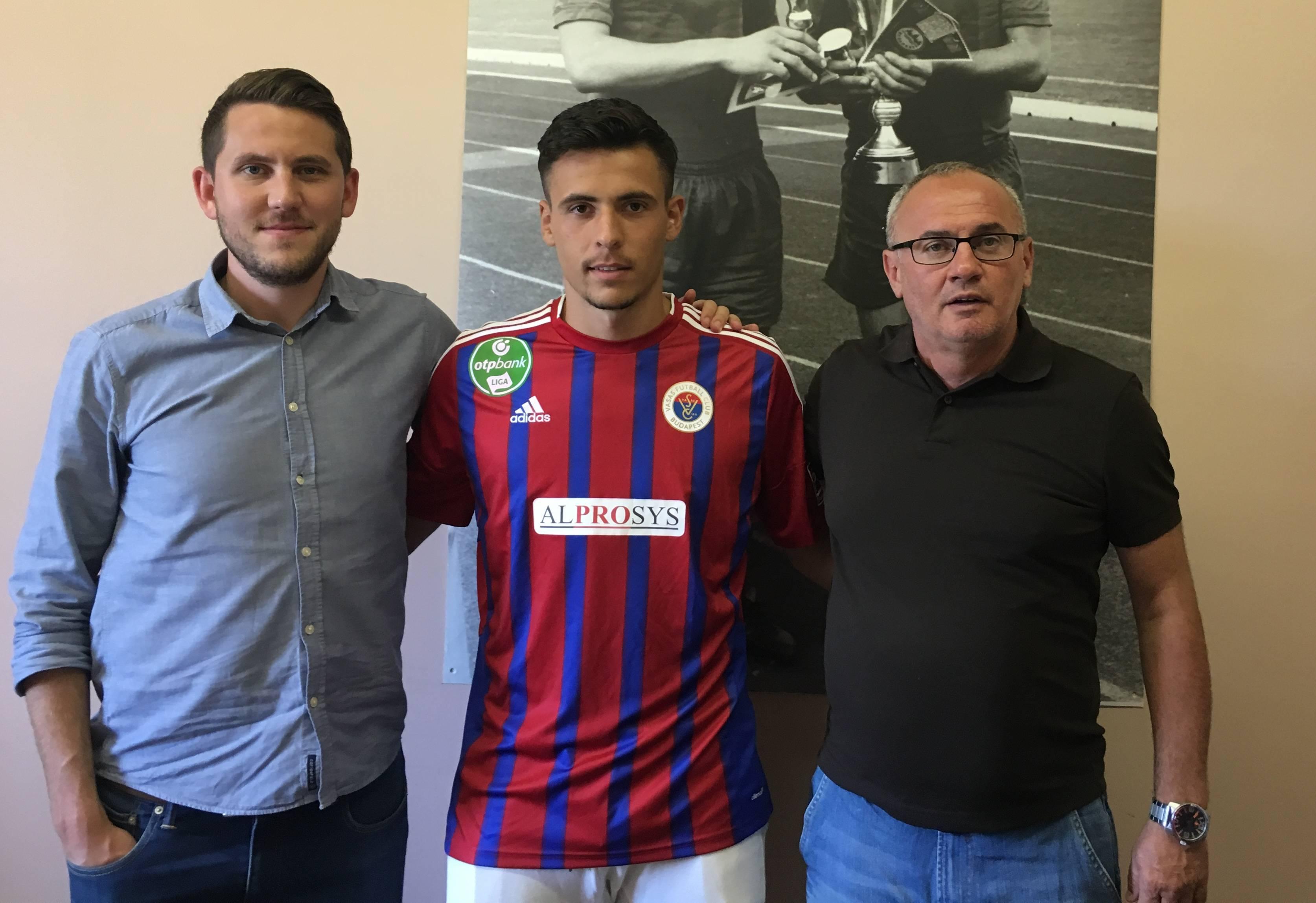 Berecz meghosszabbította szerződését