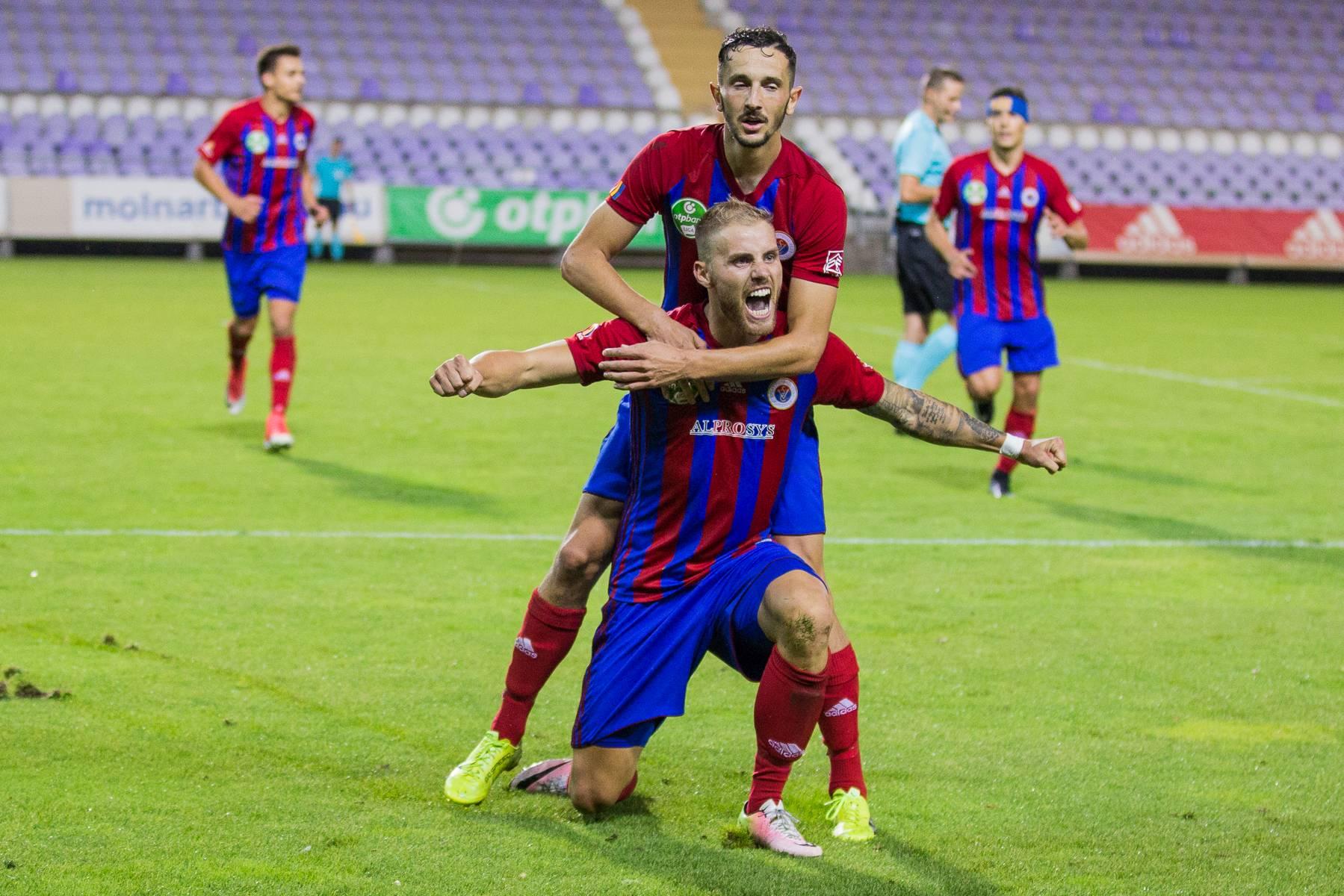 Három játékosunk a forduló válogatottjában